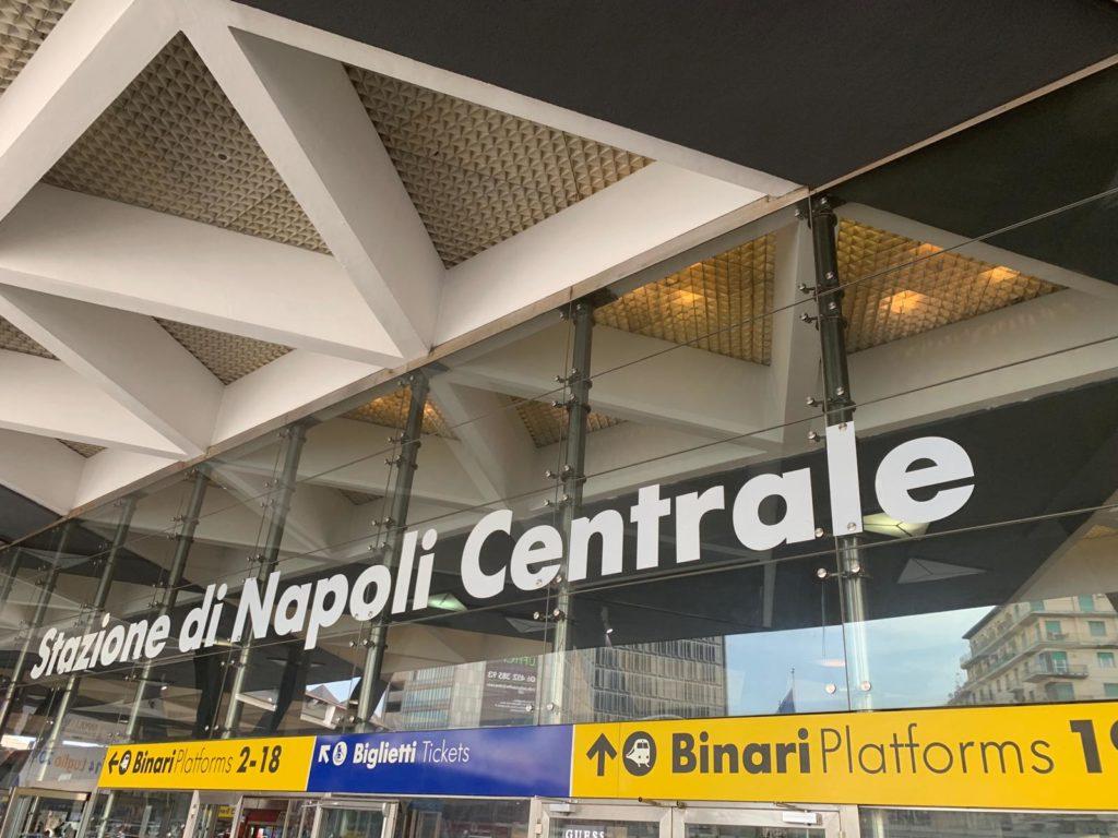 centraal station napels openbaar vervoer