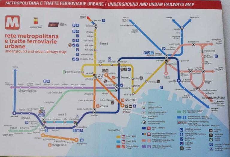 metro napels openbaar vervoer