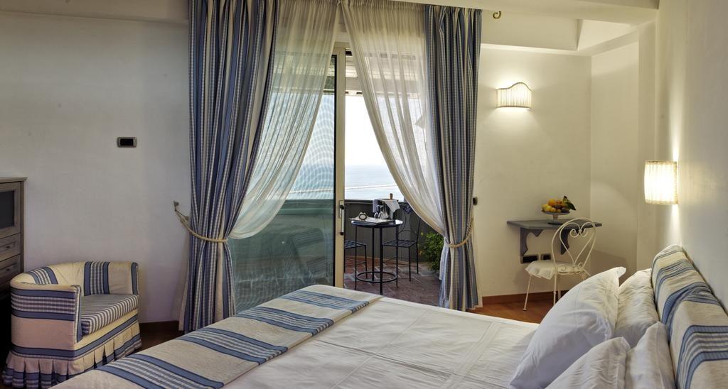 accommodatie salerno hotel slapen amalfikust amalfi