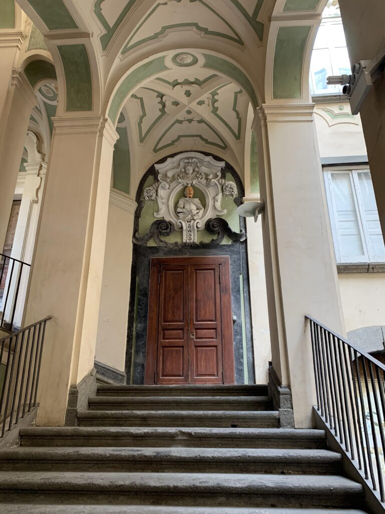 napels zien sterven palazzo spagnolo